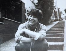 朴龙河生前照片笑容温馨
