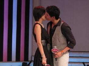 陆毅:和老婆鲍蕾的接吻照