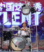 王黎明表演爵士鼓+二胡