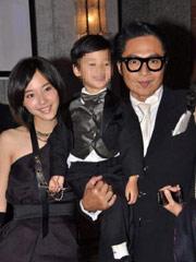 马景涛携妻儿出席慈善晚宴