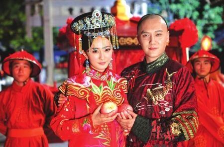 冯绍峰自曝最想演混蛋澄清父母只是普通人(图)