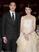 赵又廷(左)柯佳��