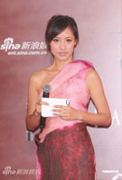 蒋怡粉红裙装