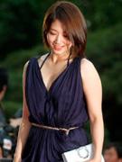 朴信惠紫裙尽显优雅