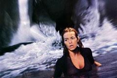 《狂鲨大战恶章》