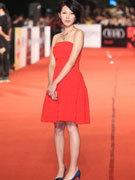 林辰唏红裙俏皮