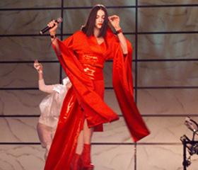麦当娜艺妓造型献唱格莱美