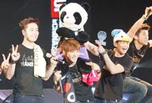2PM成员们十分开心