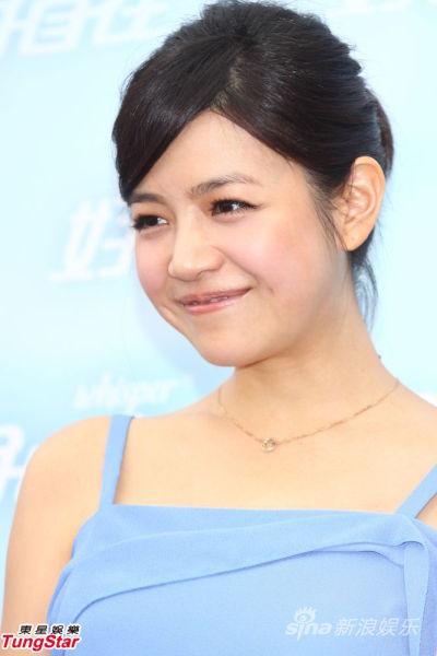 陈妍希笑容甜美
