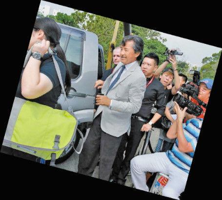 林子祥被媒体包围