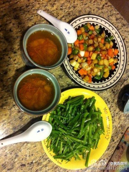 黄磊烹调的食物色香味俱全