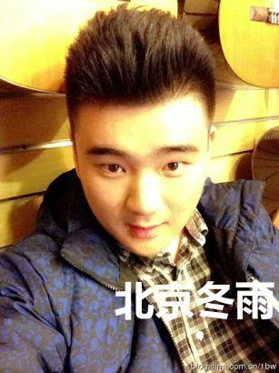 傅艺伟20岁儿子近照曝光