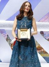 贝热尼丝-贝乔凭《过往》获最佳女演员奖