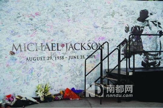 杰克逊去世已满四年,但粉丝们从未忘记他。