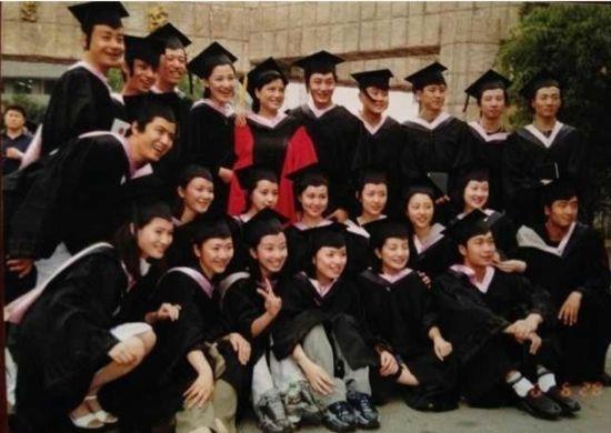 畢業合影(前排右二:趙薇)
