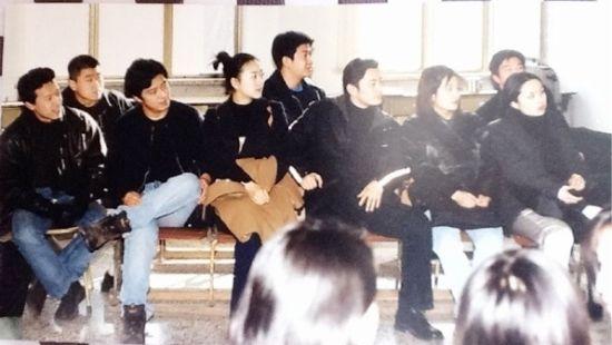 大學舊照(左三:黃曉明 左二:趙薇)