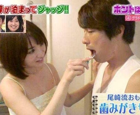 尾崎娜娜幫小淳刷牙