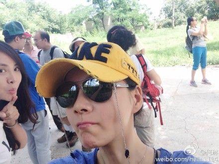 何琳[微博]晒登山照 捡垃圾被误当大学生