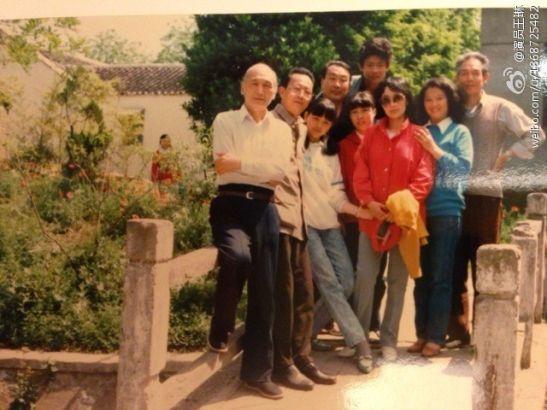 雪姨王琳晒18岁清纯萝莉照(左三)