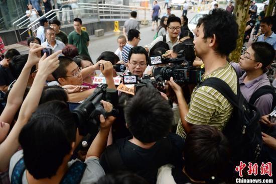 8月28日上午,李某某等人涉嫌强奸案在北京海淀法院开庭。李家法律顾问兰和现身,表示对打赢这场官司很有信心。中新网记者 金硕 摄
