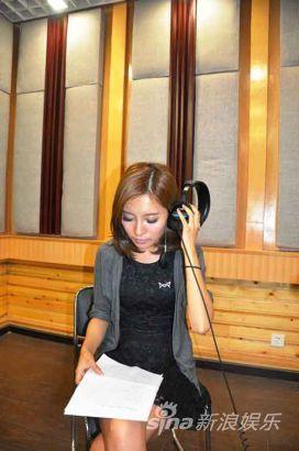 李一嘉目前正在录制《狼少年》中文电影主题曲