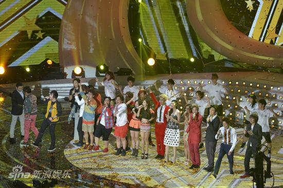 12强与评委齐唱中国星主题曲