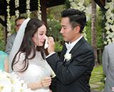 杨幂刘恺威完婚 新娘现场洒泪新郎帮擦