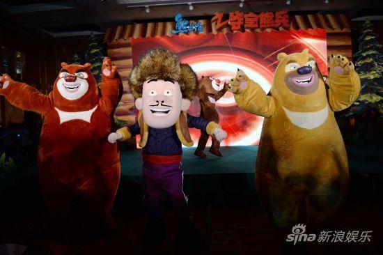 熊兄弟、光头强现场热舞