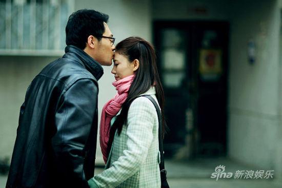 qq头像韩国情侣亲吻;