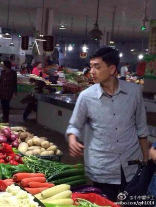 杨宗泽菜场买菜