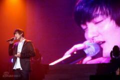 组图:安七炫服役前最后开唱众星助阵泪洒当场
