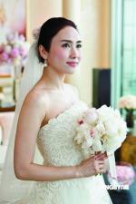 组图:黎姿婚纱照曝光美丽新娘虔诚期许