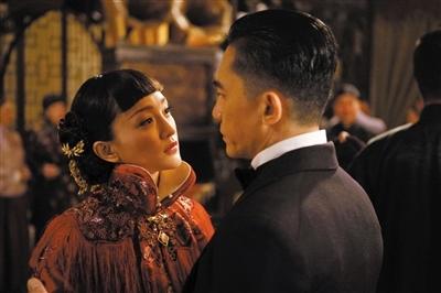 周迅與梁朝偉在《大魔術師》中合作。