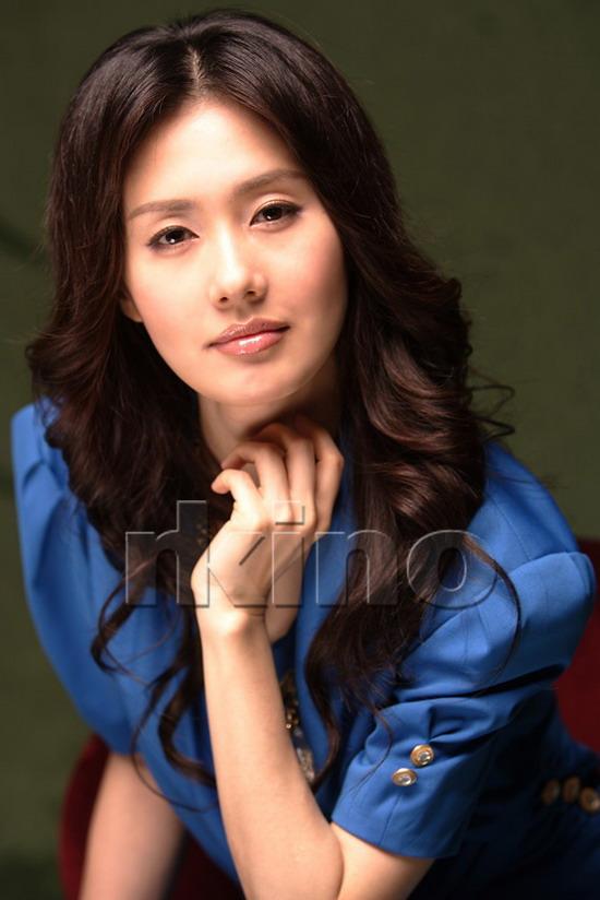 资料图片:韩国女星金智秀精美写真(10)