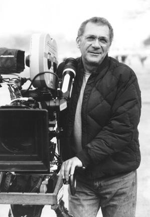 资料图片:1986年导演西德尼-波拉克在片场