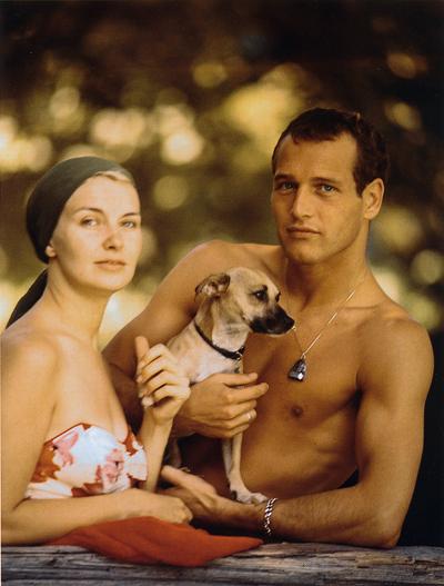 资料图片:保罗-纽曼夫妇与爱犬