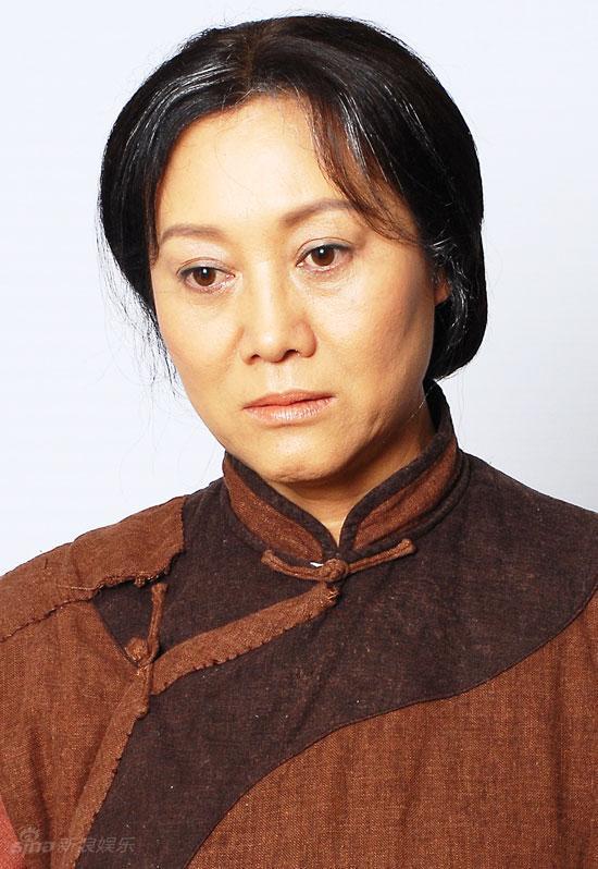 资料图片:《新一剪梅》主演--王丽云饰耿母