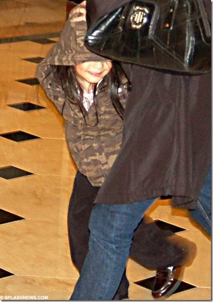 资料图片:迈克尔-杰克逊三子女--小儿子调皮