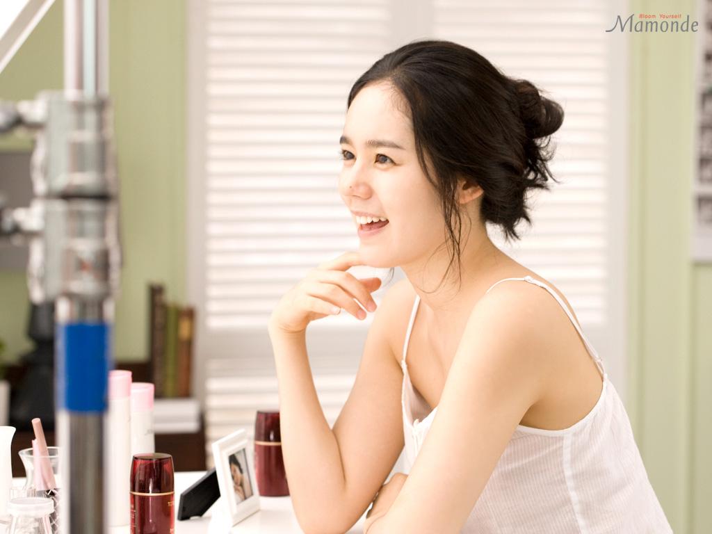 韩国玉女明星韩佳仁是公认的天然美女