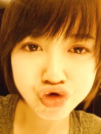 韩女星具惠善大玩自拍 嘟嘴可爱皮肤白皙(图)