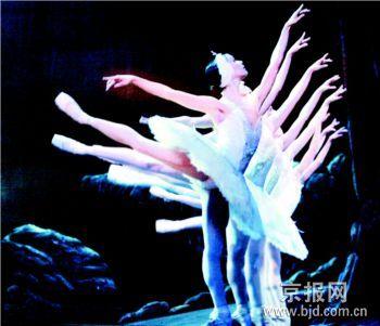 冷夜京城观热舞《燃烧的地板》PK《天鹅湖》