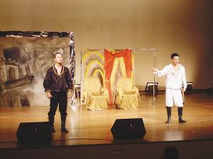 话剧《哈姆雷特》英文演绎 无字幕观众一头雾