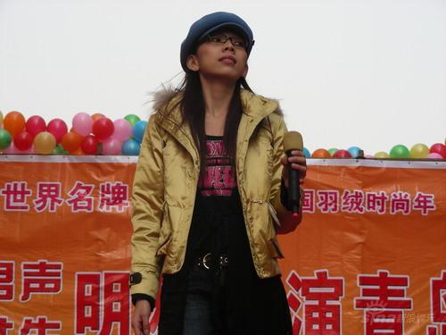 张亚飞主演《奉旨越狱》忙碌间隙放歌青岛(图)