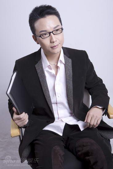 资料图片:李玉刚男装艺术照(3)