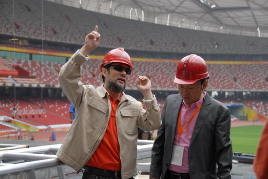 陈维亚率队视察鸟巢工地《图兰朵》舞台搭建中