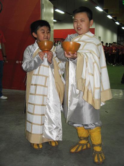 张艺谋《图兰朵》首彩排中国小子鸟巢扮和尚