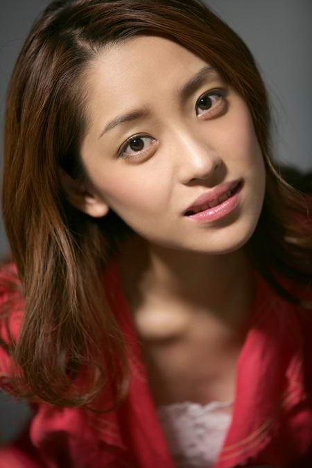 资料图片:国家话剧院女演员--俞颖