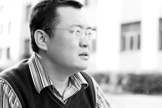 资料:话剧《饭局》领衔主演--梁刚