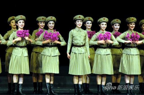 朝鲜国宝艺术团献演北京敬酒唱《红高粱》助兴