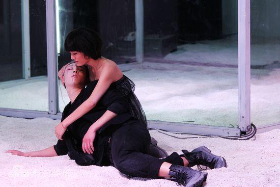 演员动情演绎孟版《罗密欧&朱丽叶》